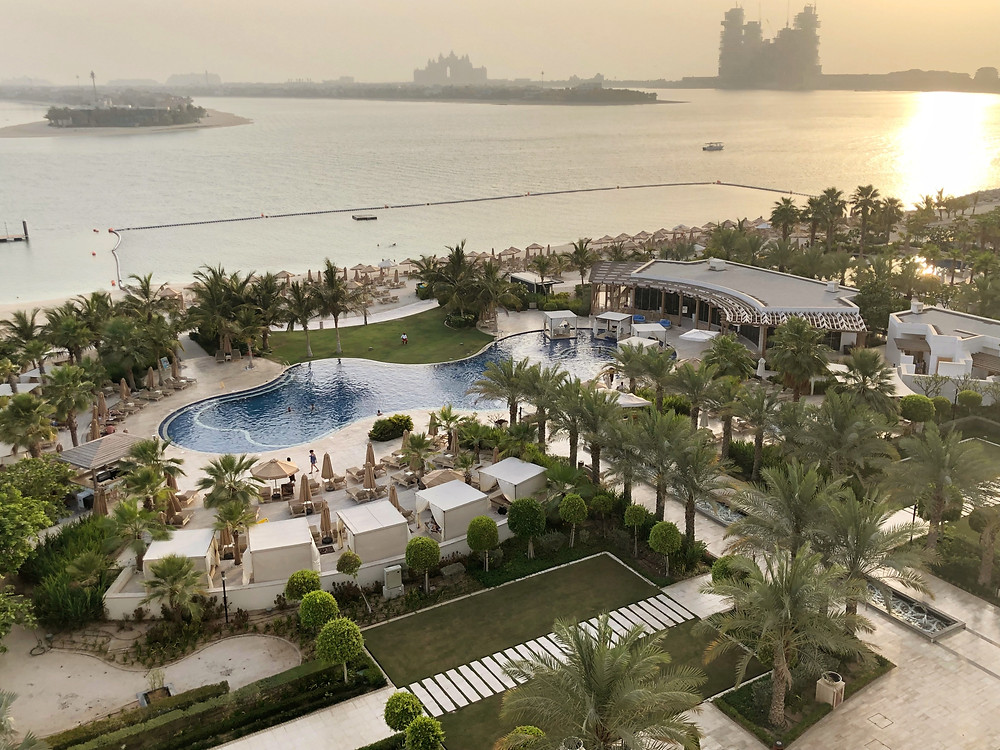 Waldorf Astoria Suite with Sea View - Amazing sunset with a view of the swimming pool and Palm Islands