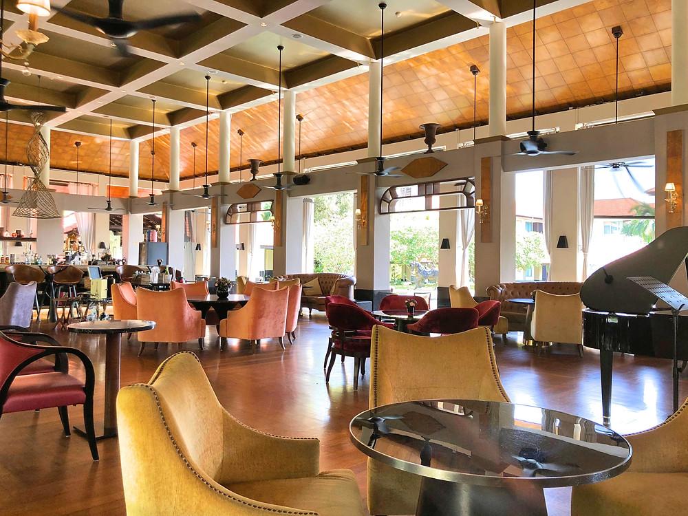 View of Le Bar at Sofitel Singapore Sentosa Resort & Spa.