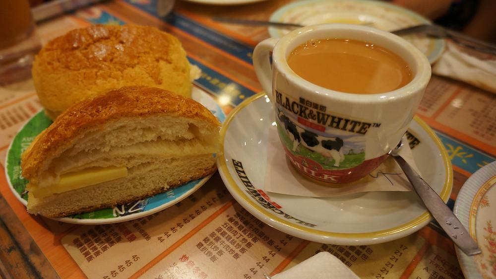 Bo Lo Yao with milk tea at Kam Wah Cafe