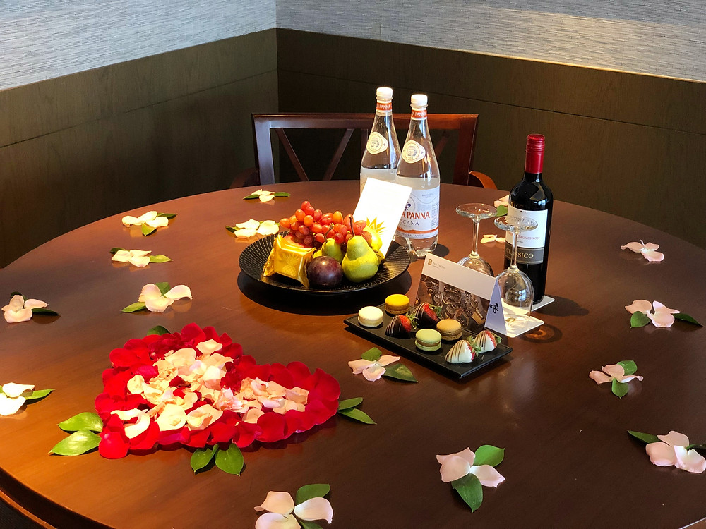 Pacific Skyline Suite - A really nice touch by Pan Pacific Singapore to help us celebrate our anniversary!