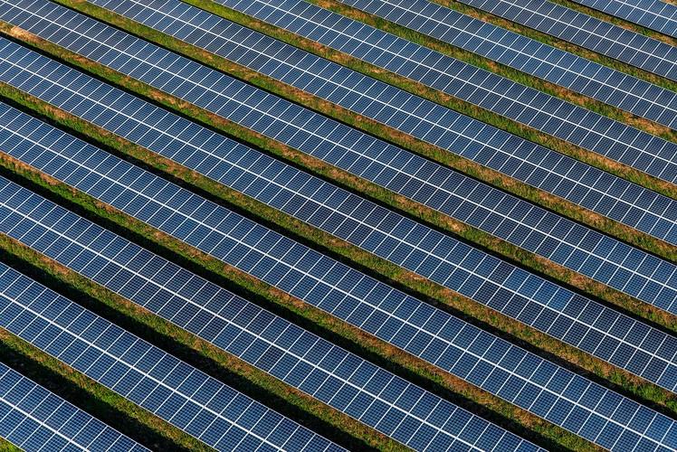 Clean Solar Energy & Grid Storage