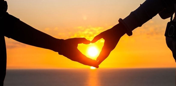 lovers-hand-heart-ocean-sunset_thumb.jpg