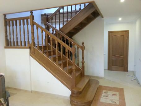 Ozola kāpnes ar platformu