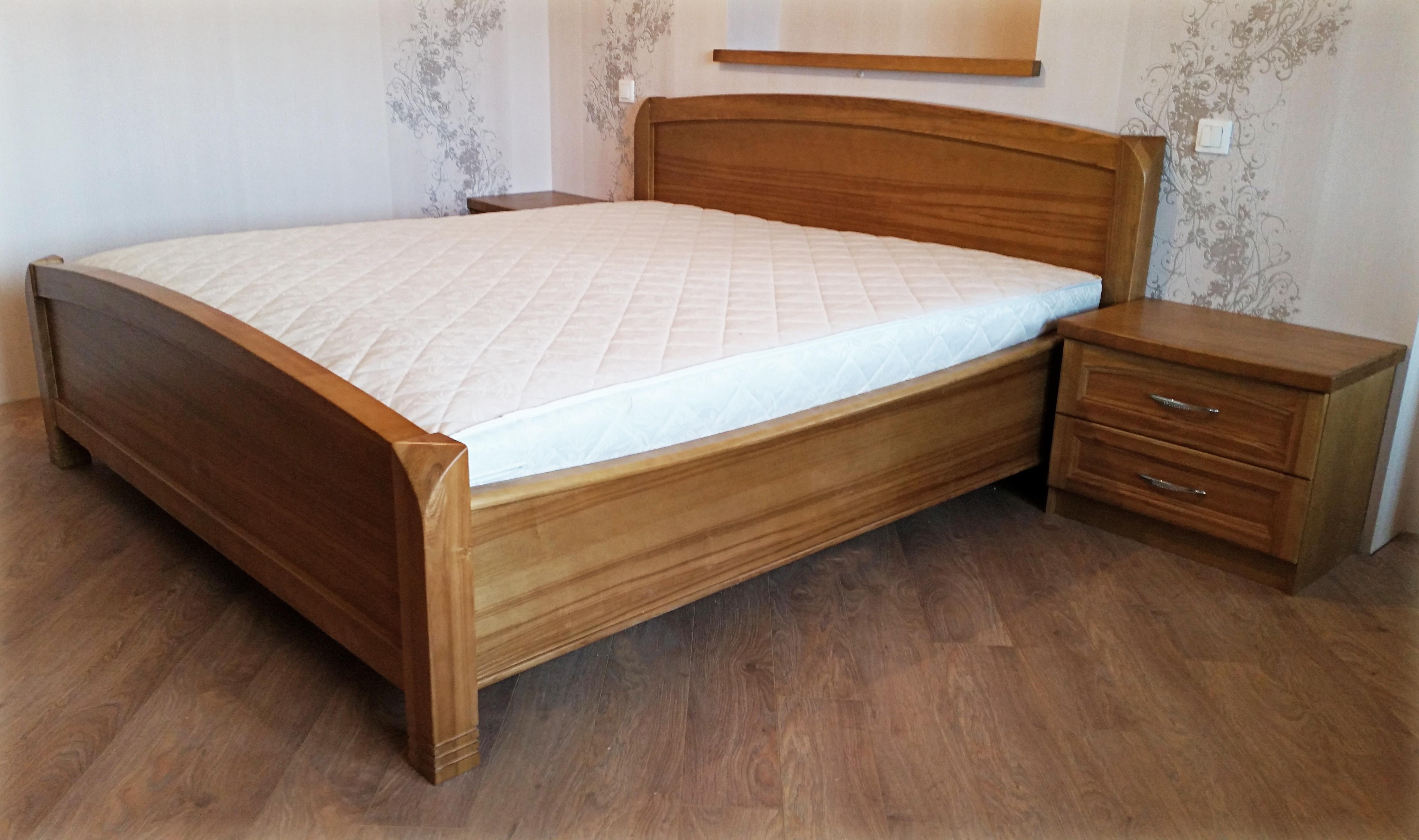 Oša masīvkoka gulta
