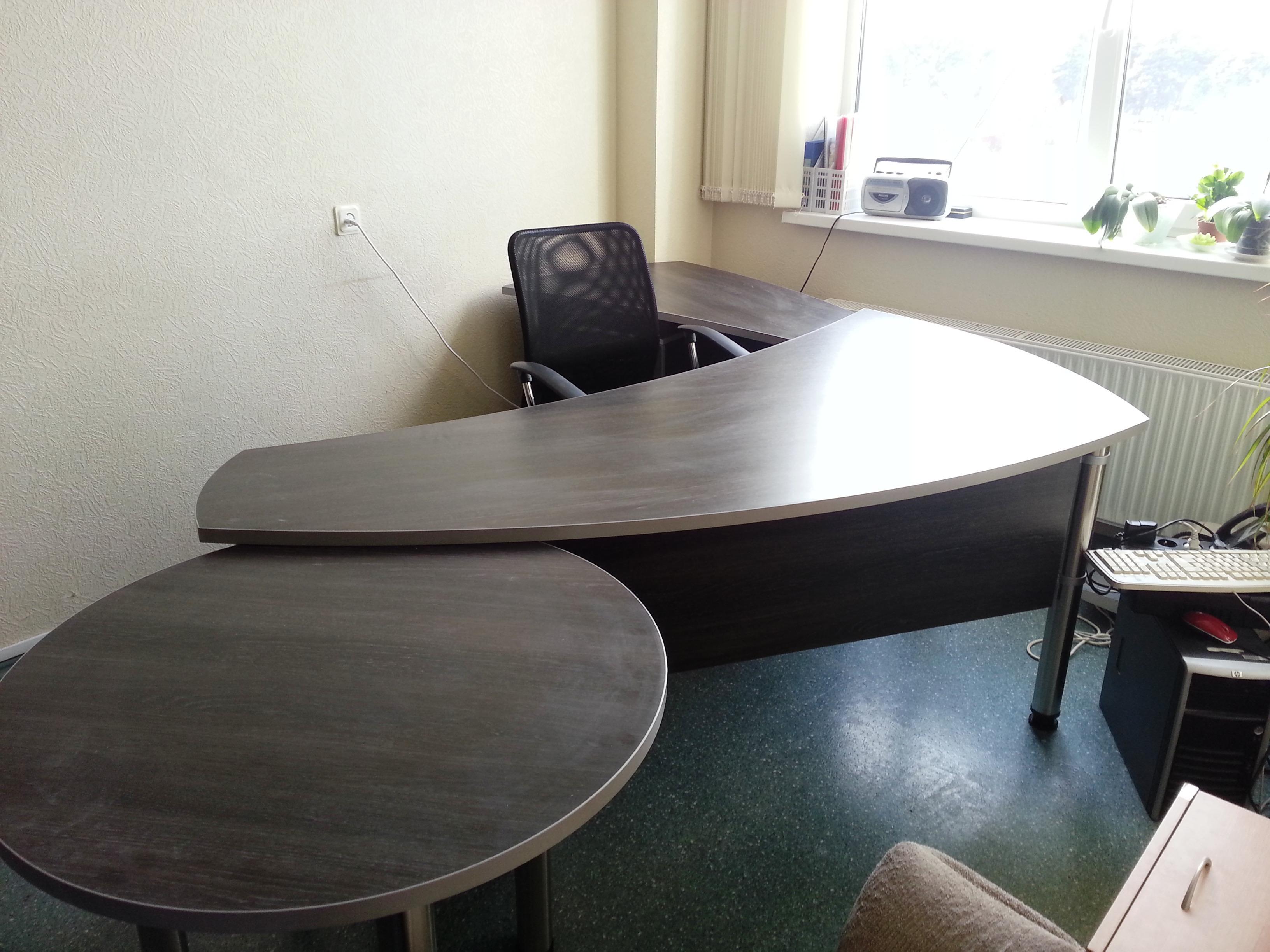 Lamināta biroja galds