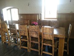 Oša vecināts galds