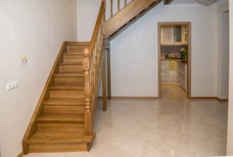 Ozola kāpnes ar laukumu