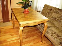 Finierēts ozola galds