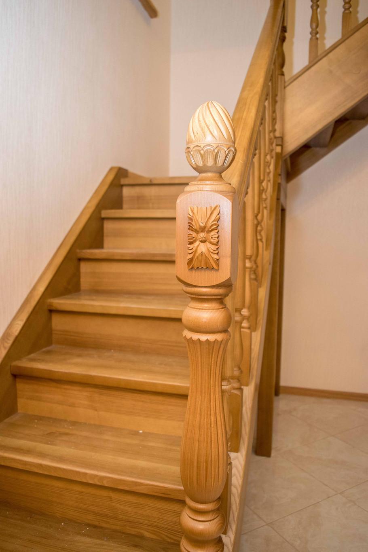 Ozola kāpnes ar dekoriem
