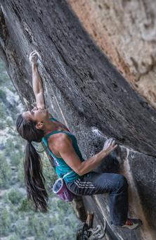 Nina Williams bouldering