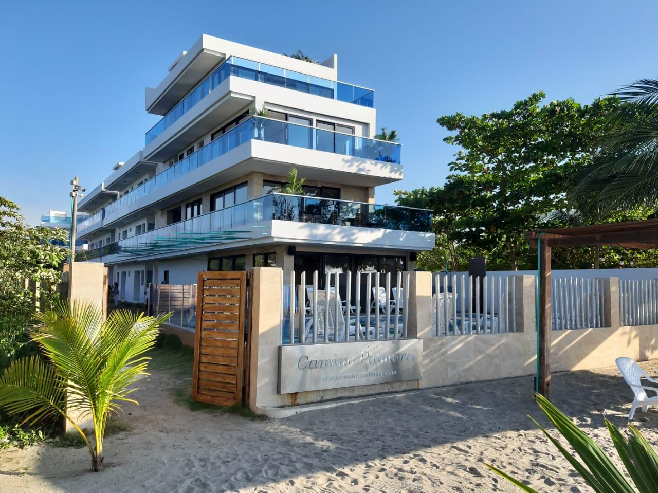 Fachada playa Hotel Camino Palmero Coveñ