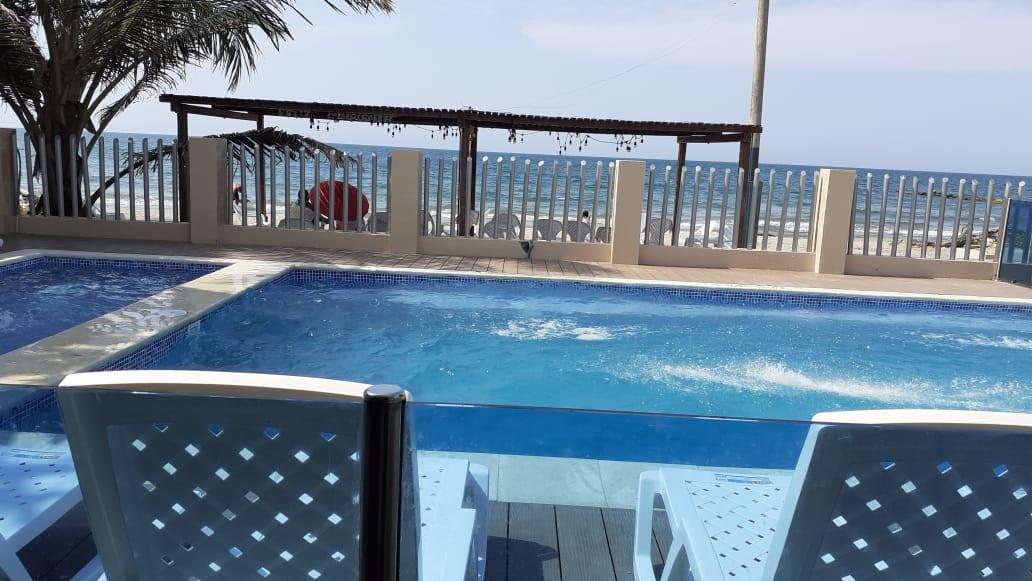 Hotel_en_coveñas_en_piscina_frente_al_ma