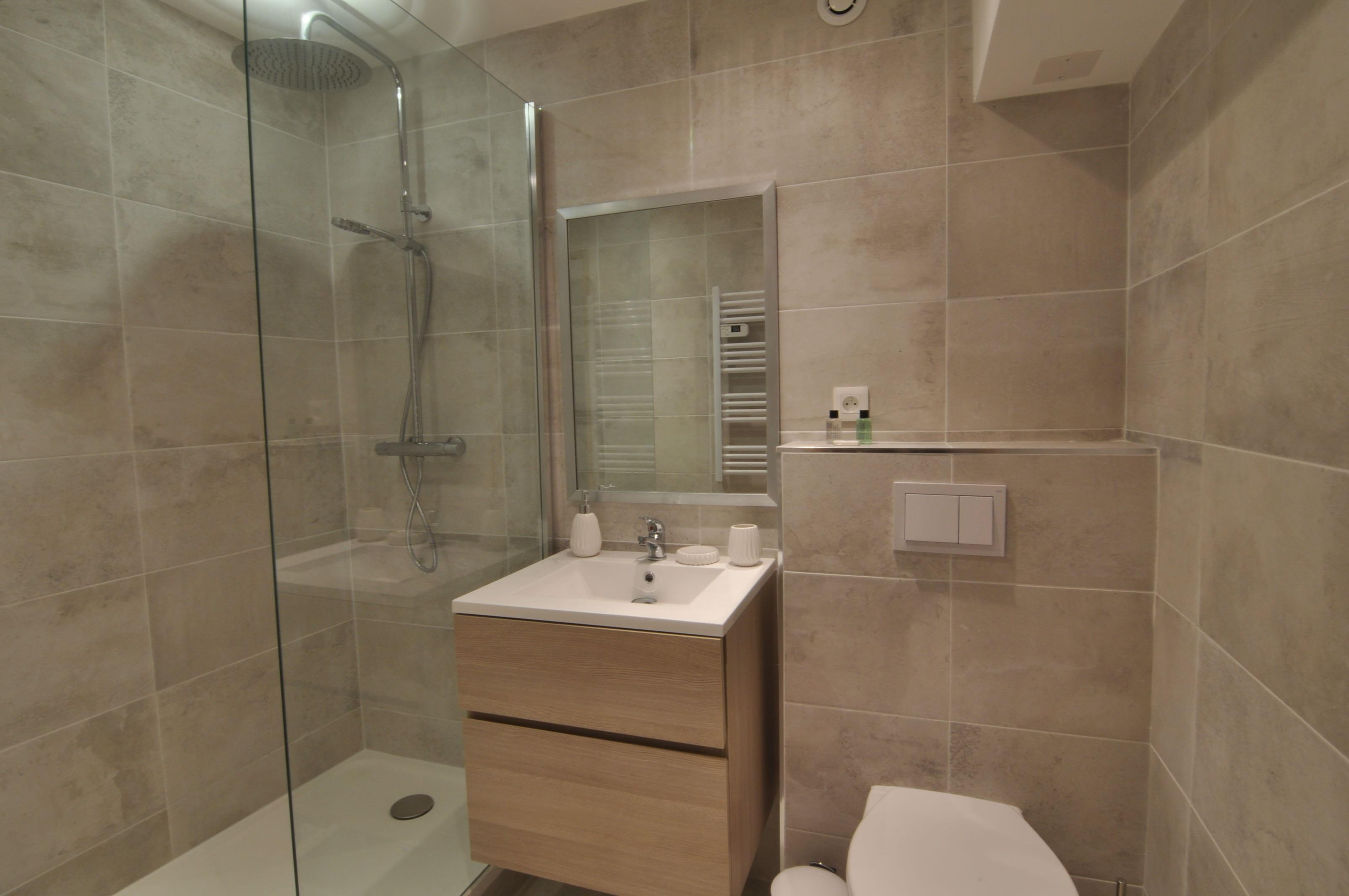 Bathroom Picasso 1
