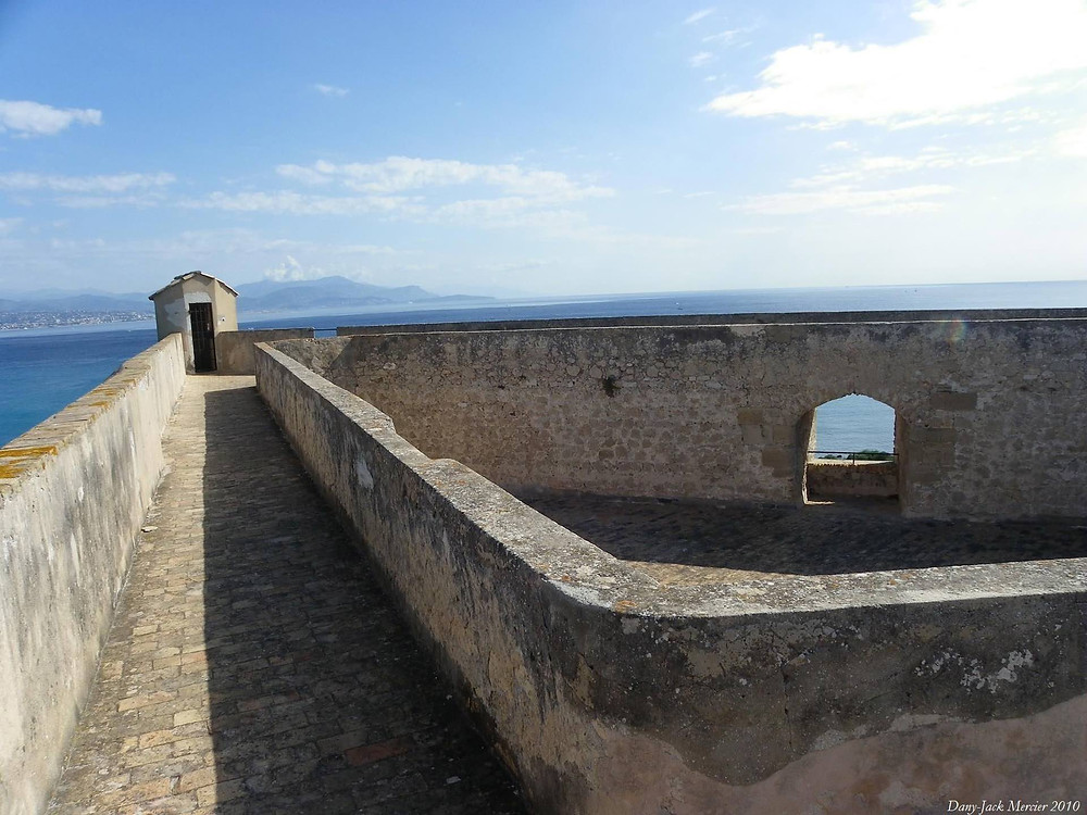 Antibes - Fort Carré - Remparts