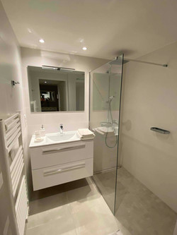 Le Vallon Walking Shower Bathroom