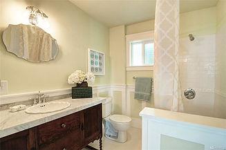 4108 41st Main Bath.jpg
