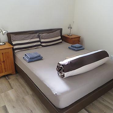 W1 bedroom, pedastals.JPG