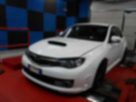 Subaru su banco prova rulli