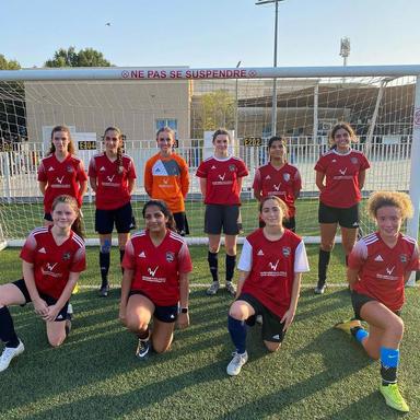 girls-football-academy-dubai-soccer-school-ladies-kids-16.jpg