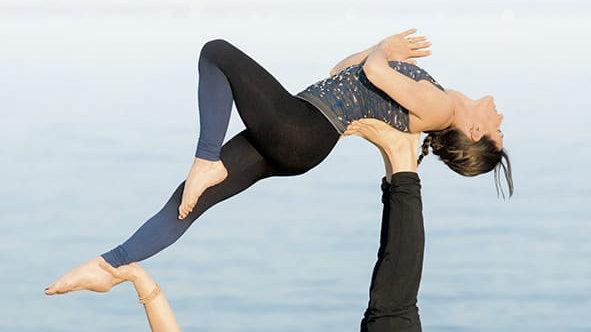 Acroyoga, postures et principes de base
