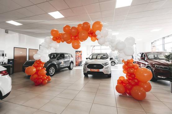 arche de ballons pour concession automobile