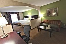 52204_guestroom_queen_suite_2_snq2.jpg