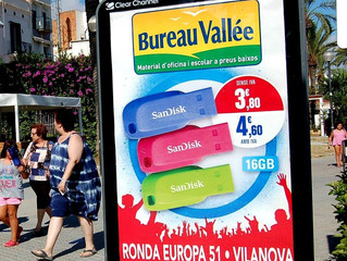 Bureau Vallée en el mupi del passeig de Vilanova