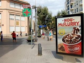 McDonald's en el circuit de mupis de Vilanova i la Geltrú