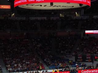 Acció de màrqueting esportiu espectacular en partit d'Eurolliga al Buesa Arena de Vitoria.