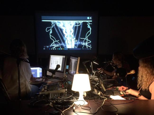female-laptop-orchestra-transmusicking3-