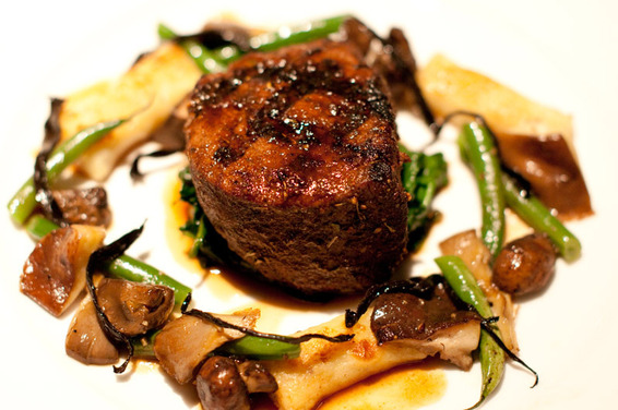 Filet of Beef with Grilled Mushrooms & Asparagus