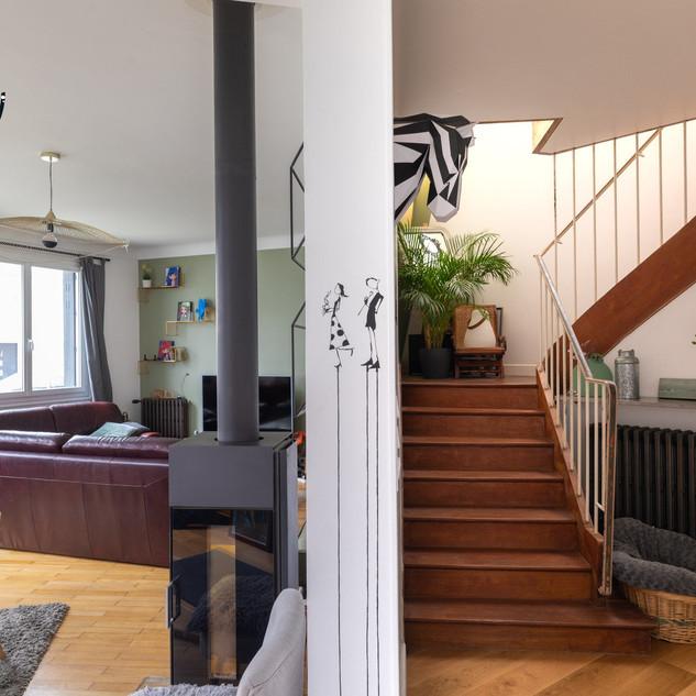 Espace salon et escalier