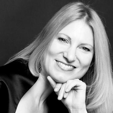 Karoline Pilcz Portrait schwarz-weiss -
