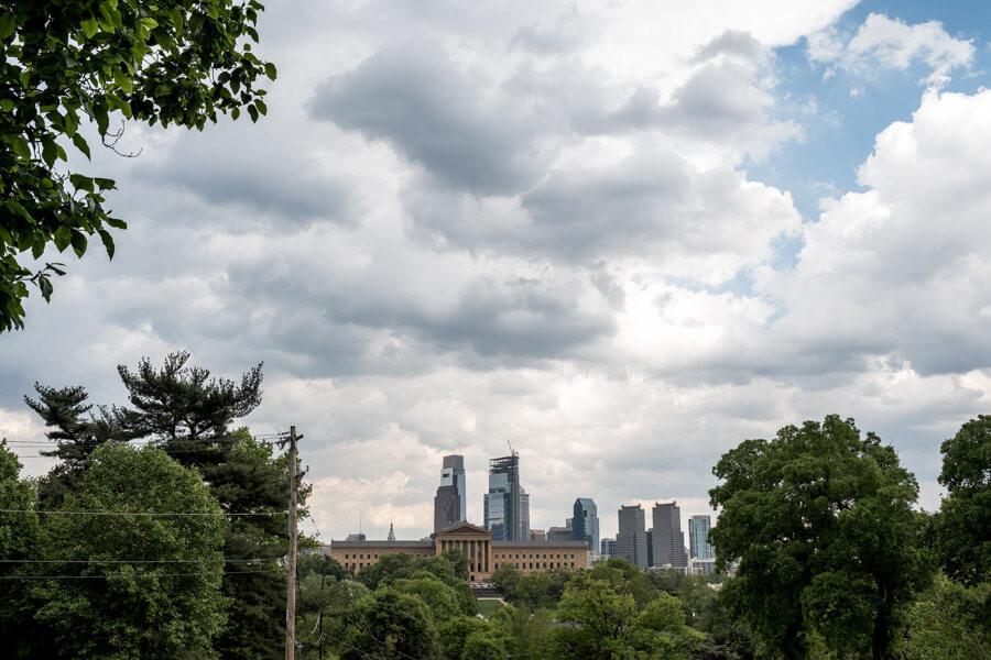philadelphia skyline with art museum