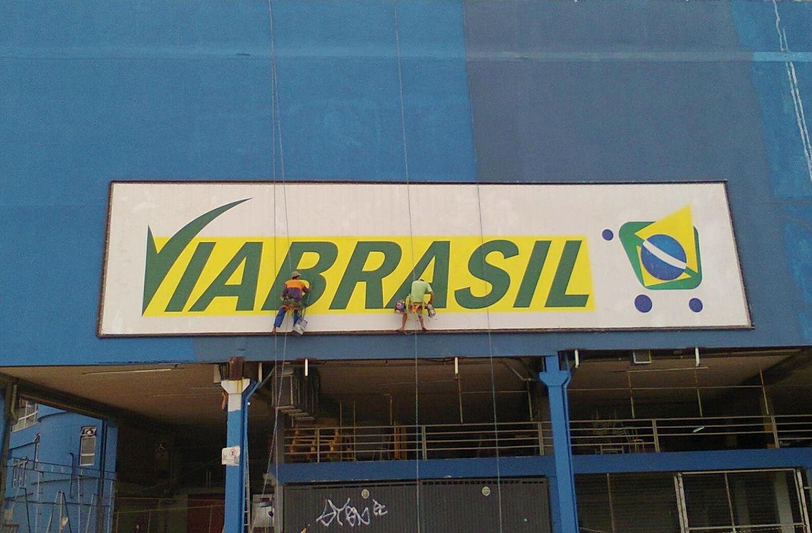 Limpeza de placas e fachadas
