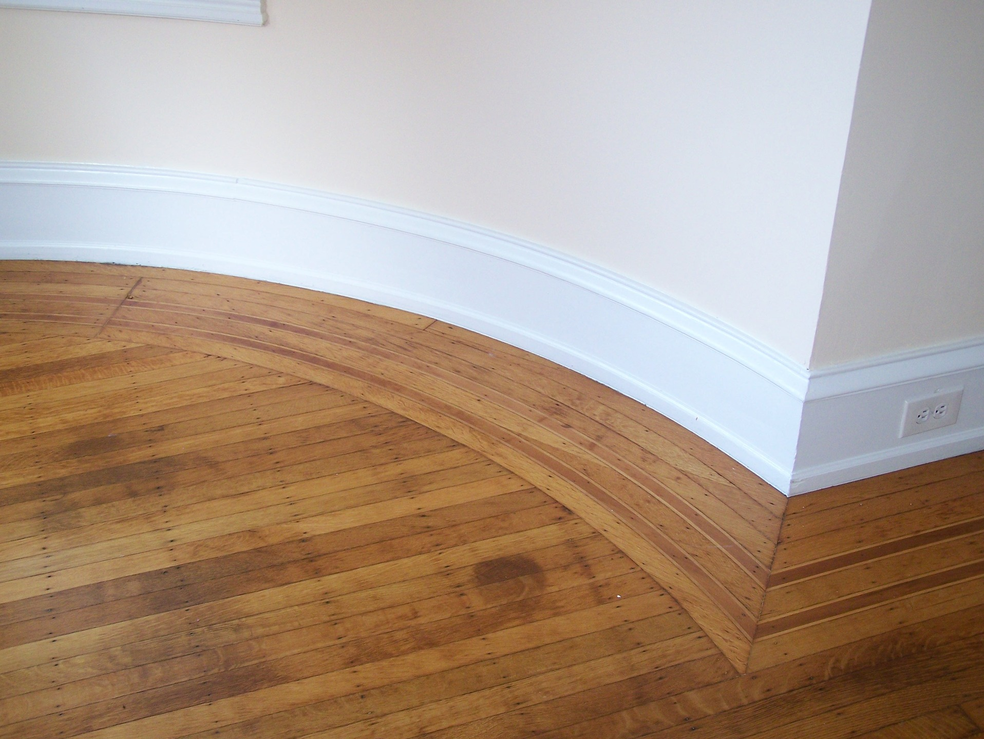 curved hardwood border