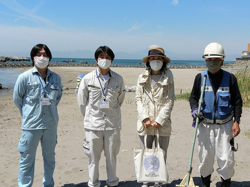 かながわ海岸美化財団の海岸清掃