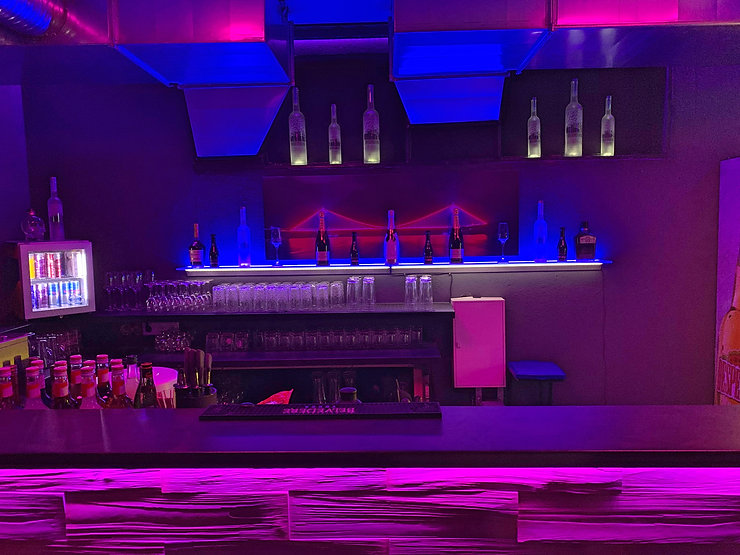 Bar_Front_Näher.jpg