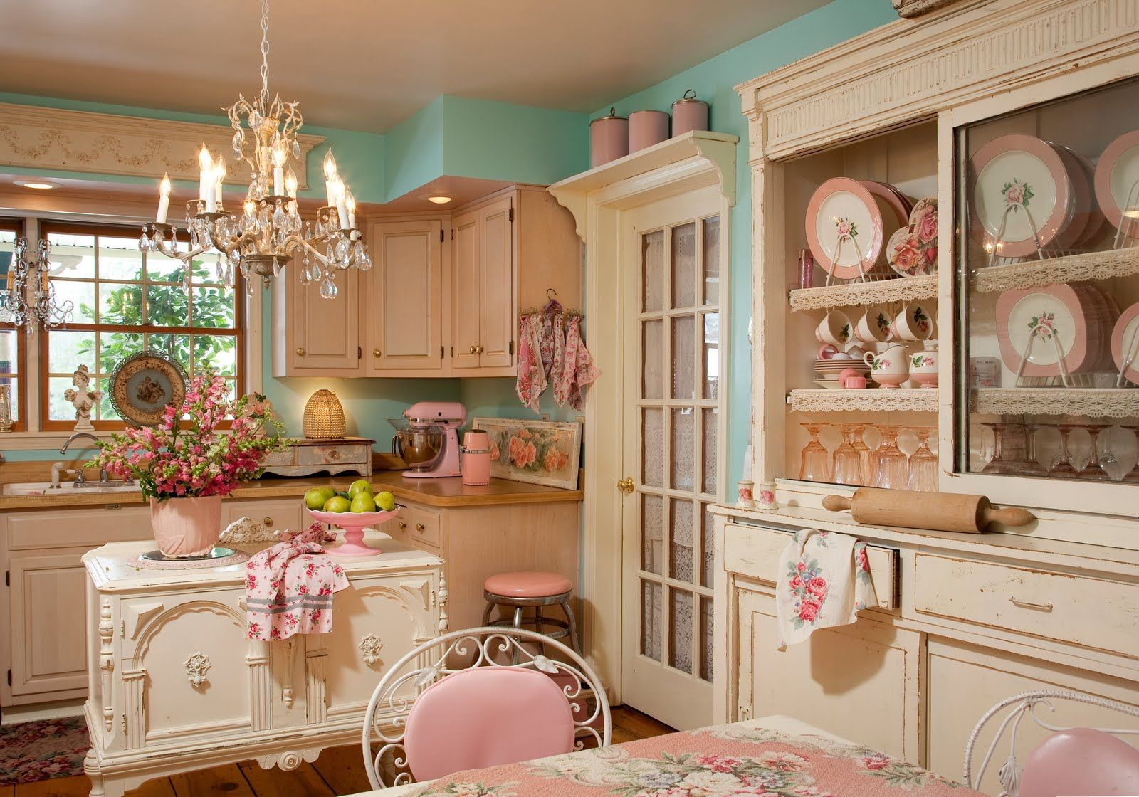 sweet-shabby-chic-kitchen-idea-in-white-and-pink-theme