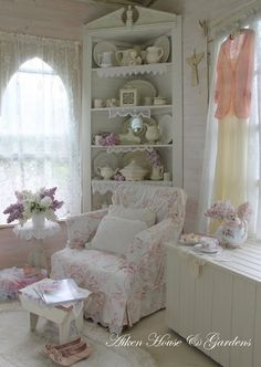 shabby shelf look