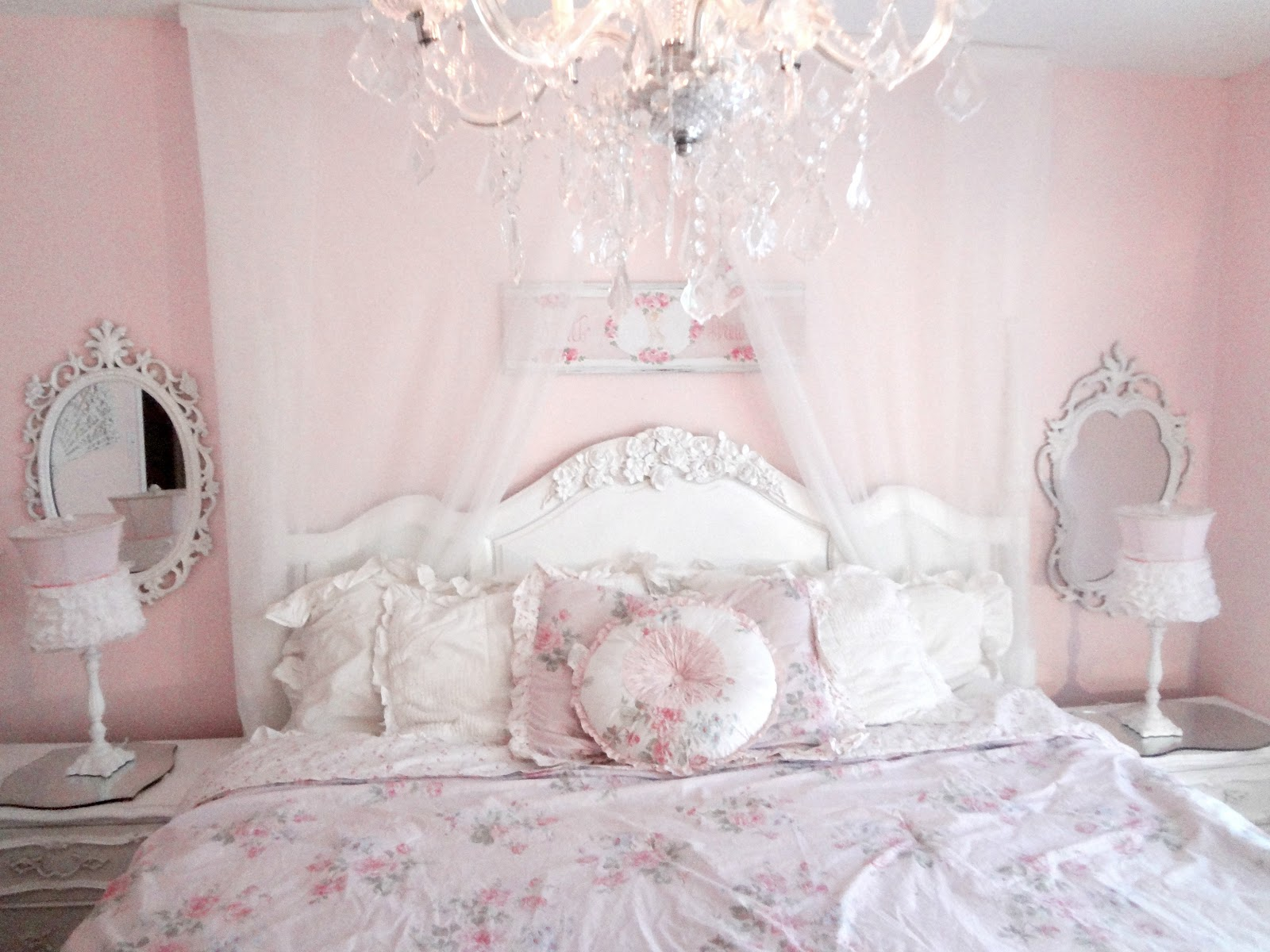 pink-shabby-chic-bedroom