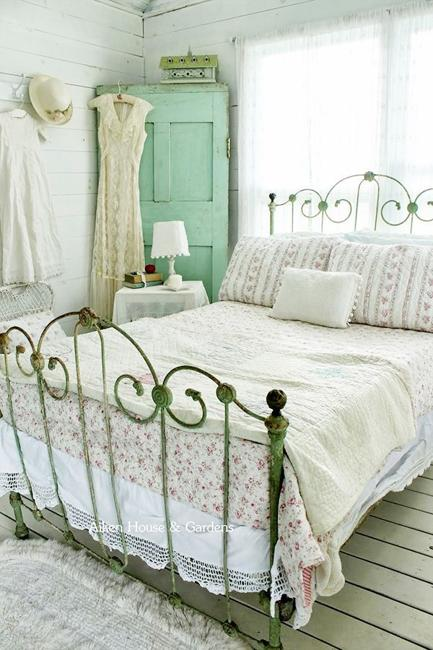 shabby-chic-decorating-ideas-bedroom-designs-2