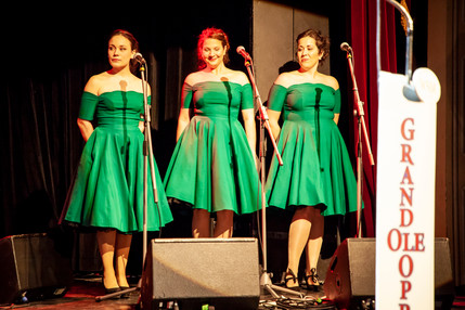 The Divettes alias The Carter Family in The Man, His World, His Music