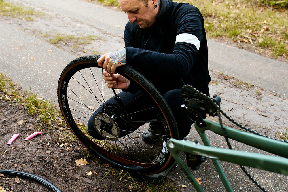 Fixing a flat tire on a Specialized Turbo Creo SL Comp Carbon EVO