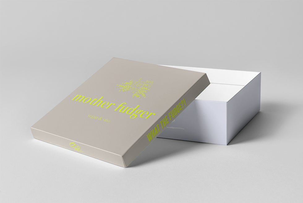 03_Square Shoe Box Mock-up_open box_pers