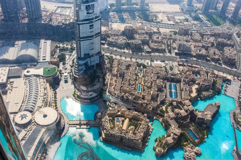 Mr Neo Luxe checks out the Burj Khalifa in Dubai