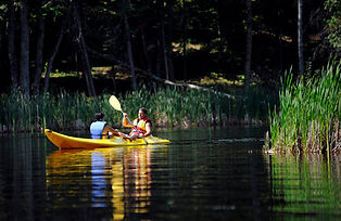 kayaking-in-the-lake--kayak-sur-le-lac_4