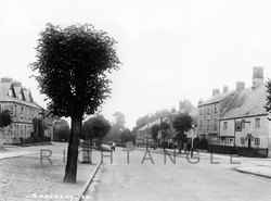 Top of High Street and Bell pub circa 1920