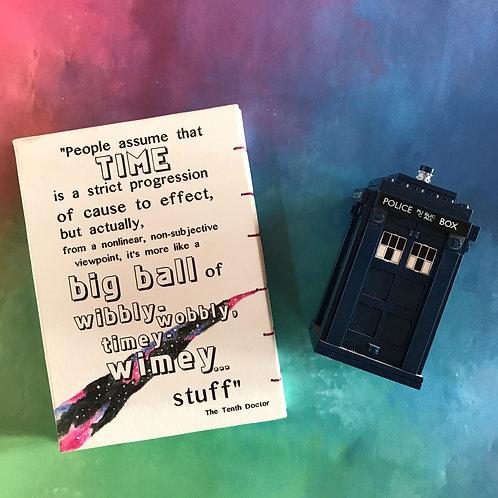 Doctor Who 10th Doctor ציטוט מהסדרה דוקטור הו, הדוקטור ה10 wibbly wobbly יומן בעבודת יד, איור בצבעי מים