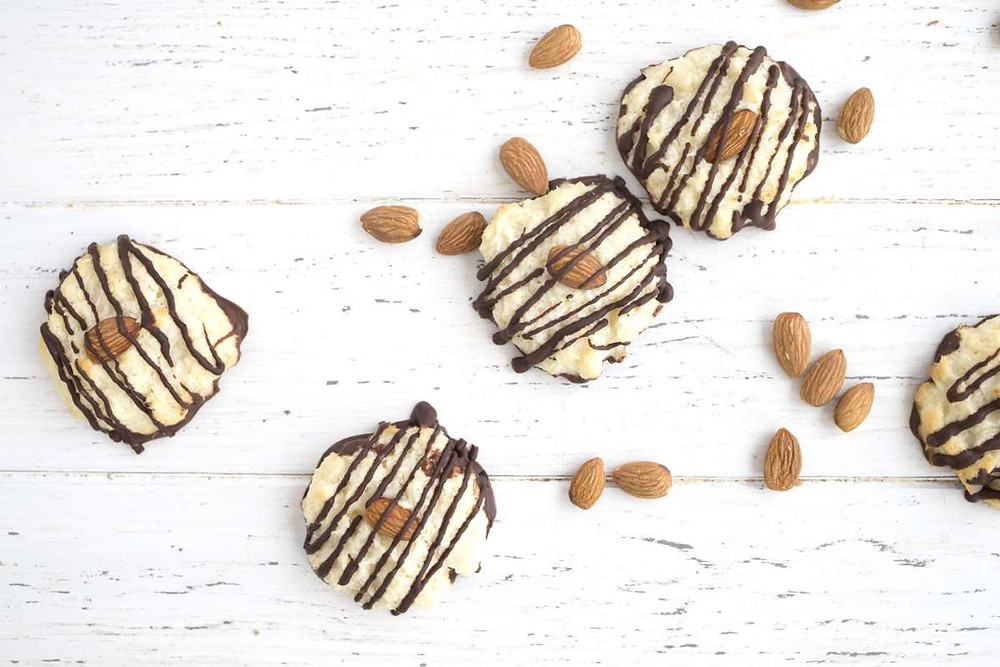 Keto friendly dessert ideas for entertaining guests this holiday ketogenic diet recipe by swerve sweetener
